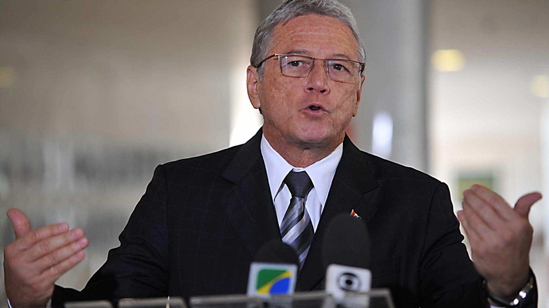 Ex-governador é alvo de operação que mira fraudes no Canal do Sertão