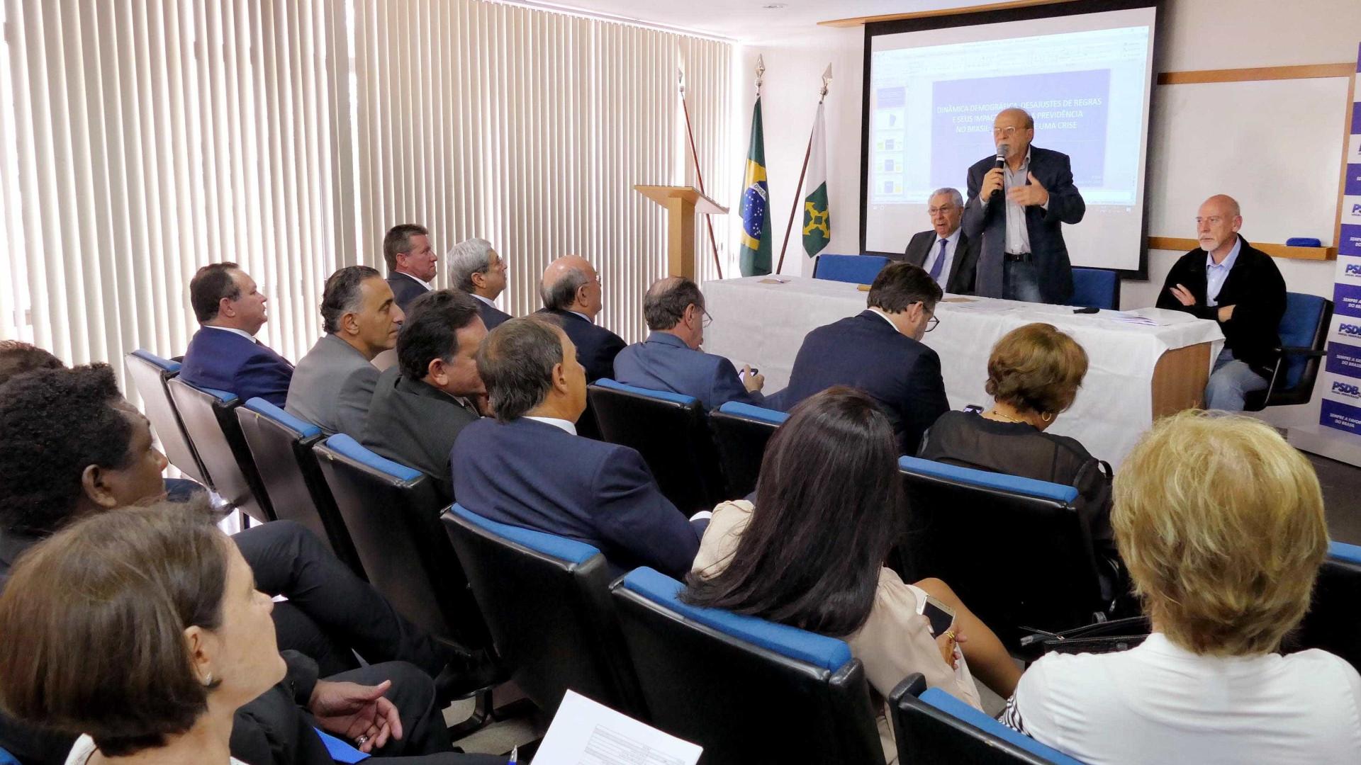 Diante de resistências, PSDB adia decisão sobre reforma da Previdência