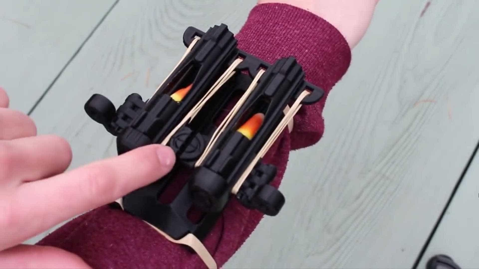 Estudante cria engenhoca que dispara balas de goma