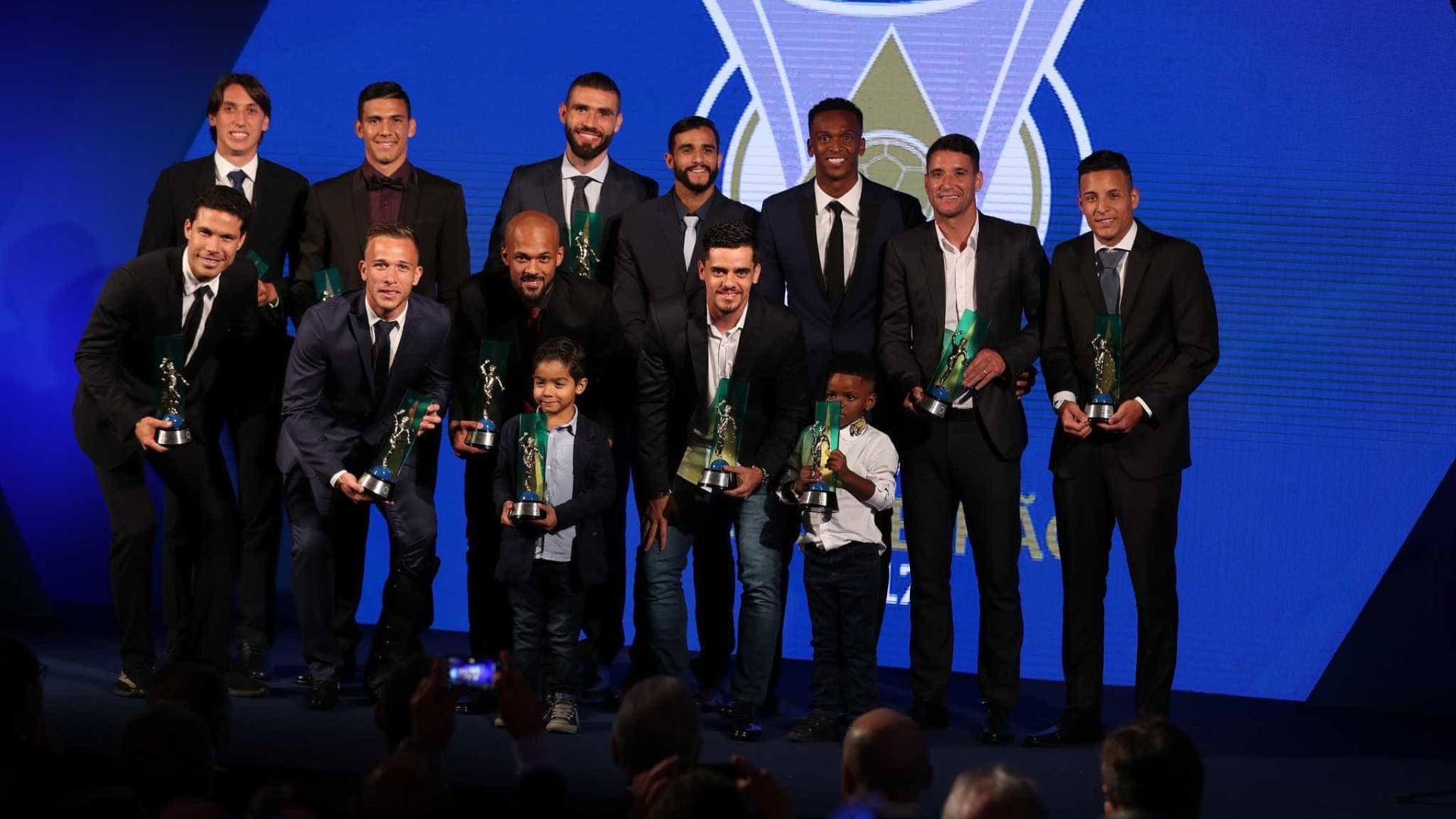 Corinthians domina prêmio dos melhores do Brasileirão