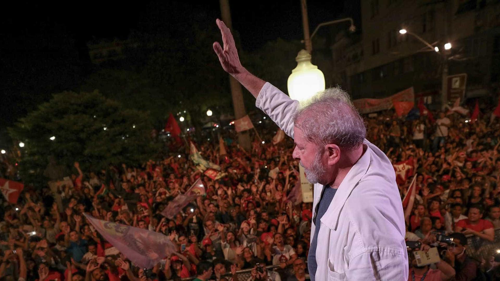 'Eles vão ter que me engolir', diz Lula em ato em Vitória