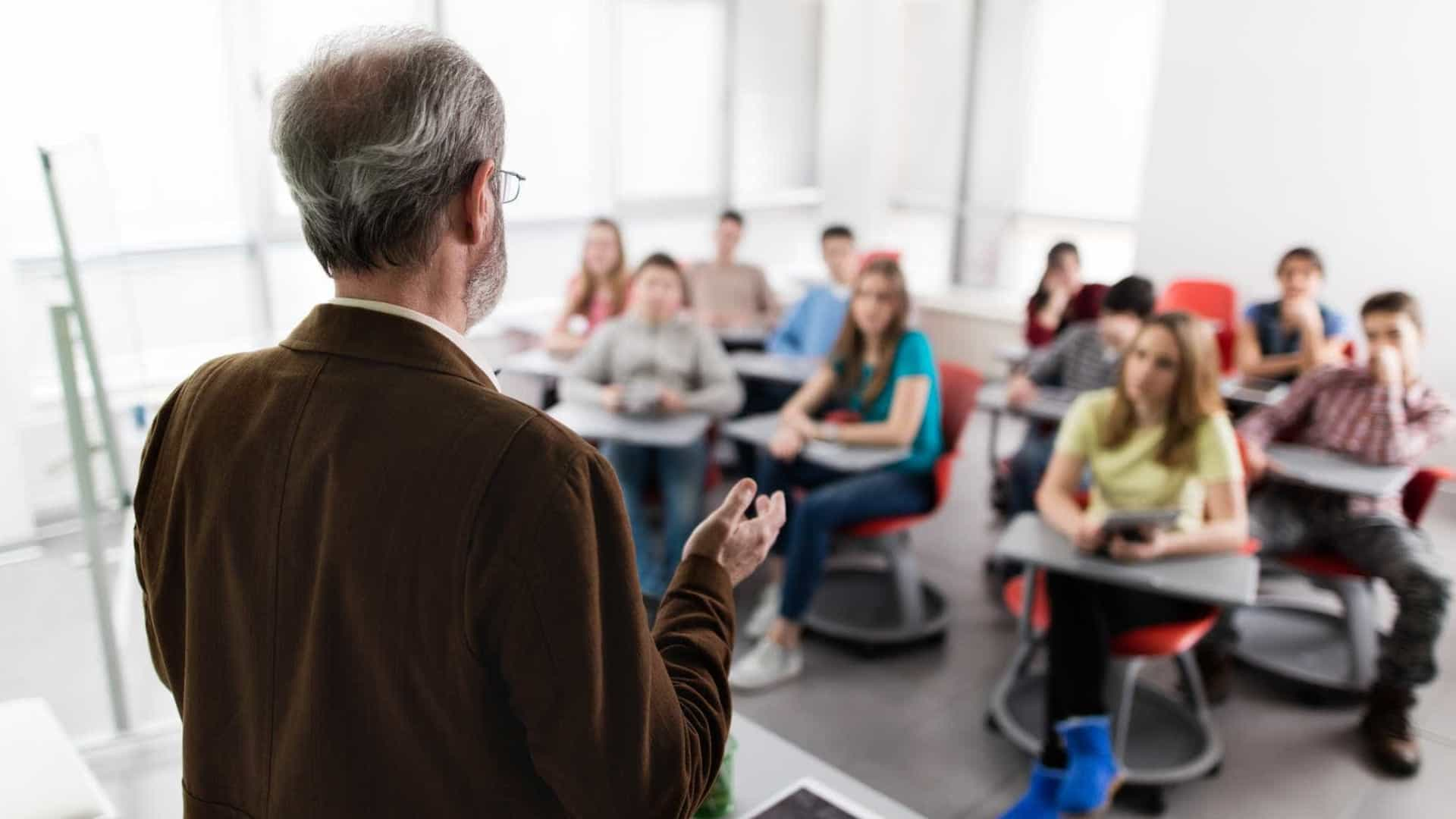 Escolas particulares vão dispensar em 2019 nova idade para fundamental