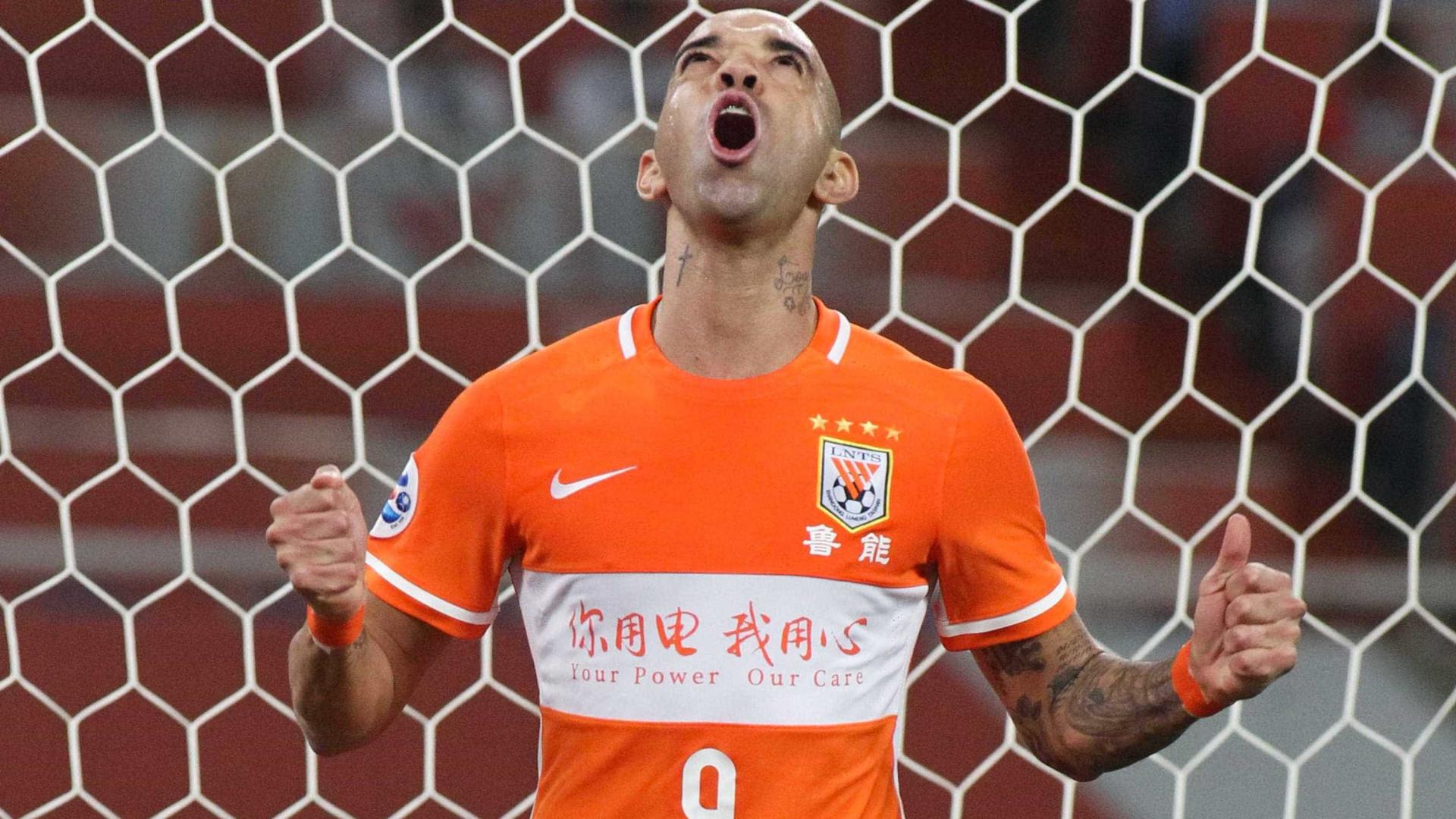 Diego Tardelli encaminha renovação de contrato com time chinês
