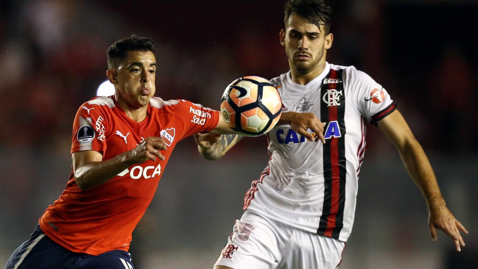 Flamengo leva virada e perde o primeiro jogo da final da Sul-Americana