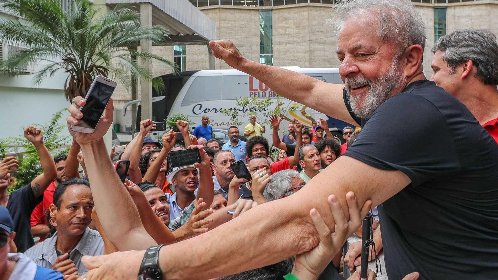 Em caravana pelo Rio, Lula culpa Lava Jato por mazelas do Estado