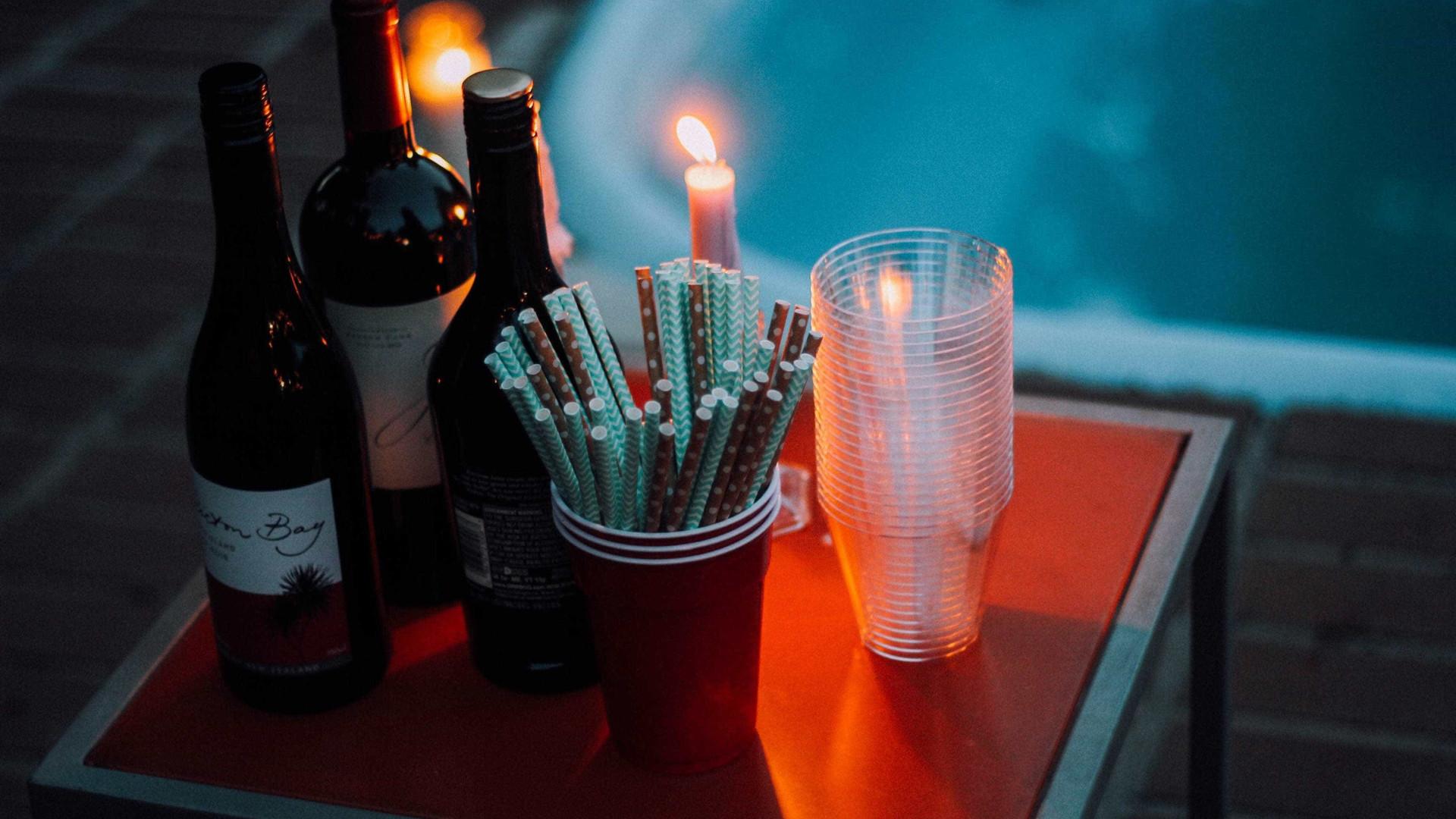 Taça de plástico muda o sabor de vinhos e espumantes, diz estudo