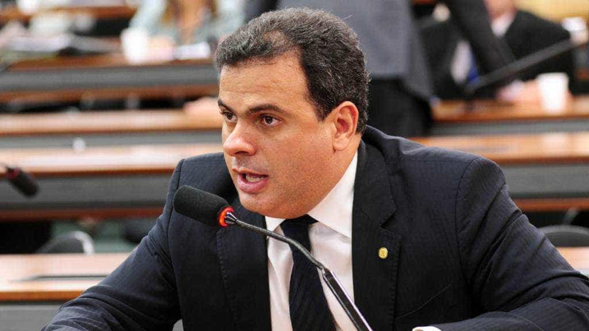 PGR denuncia deputado por pagar doméstica com dinheiro da Câmara