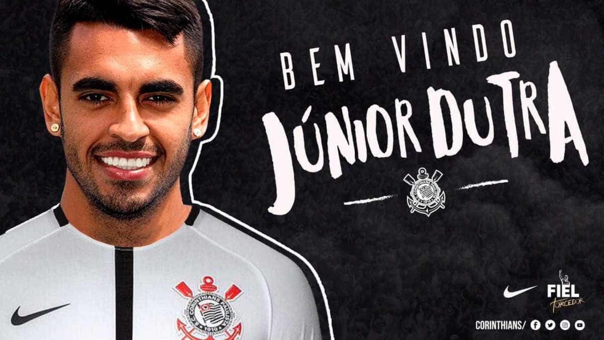 Corinthians anuncia contratação de Júnior Dutra, que assina por 2 anos