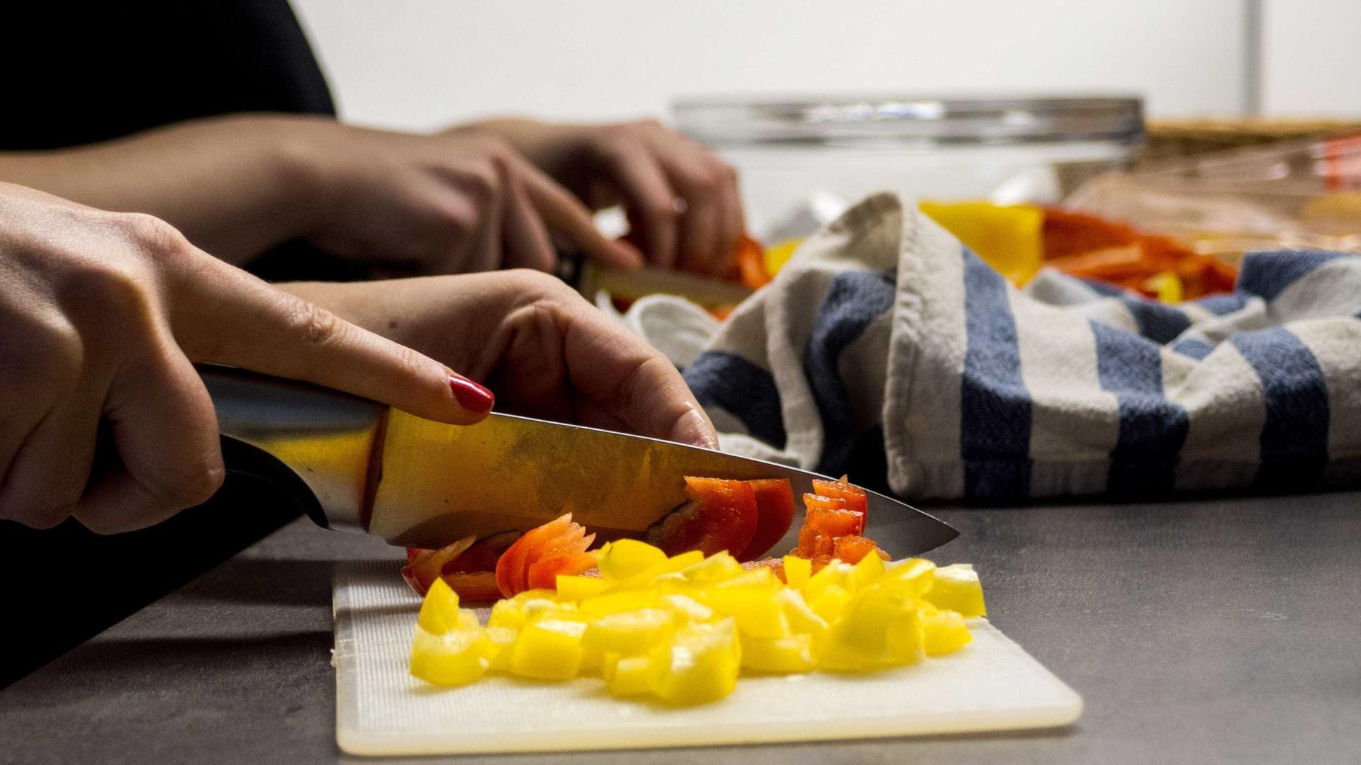 Mulheres ainda realizam maior parte das tarefas domésticas, diz IBGE