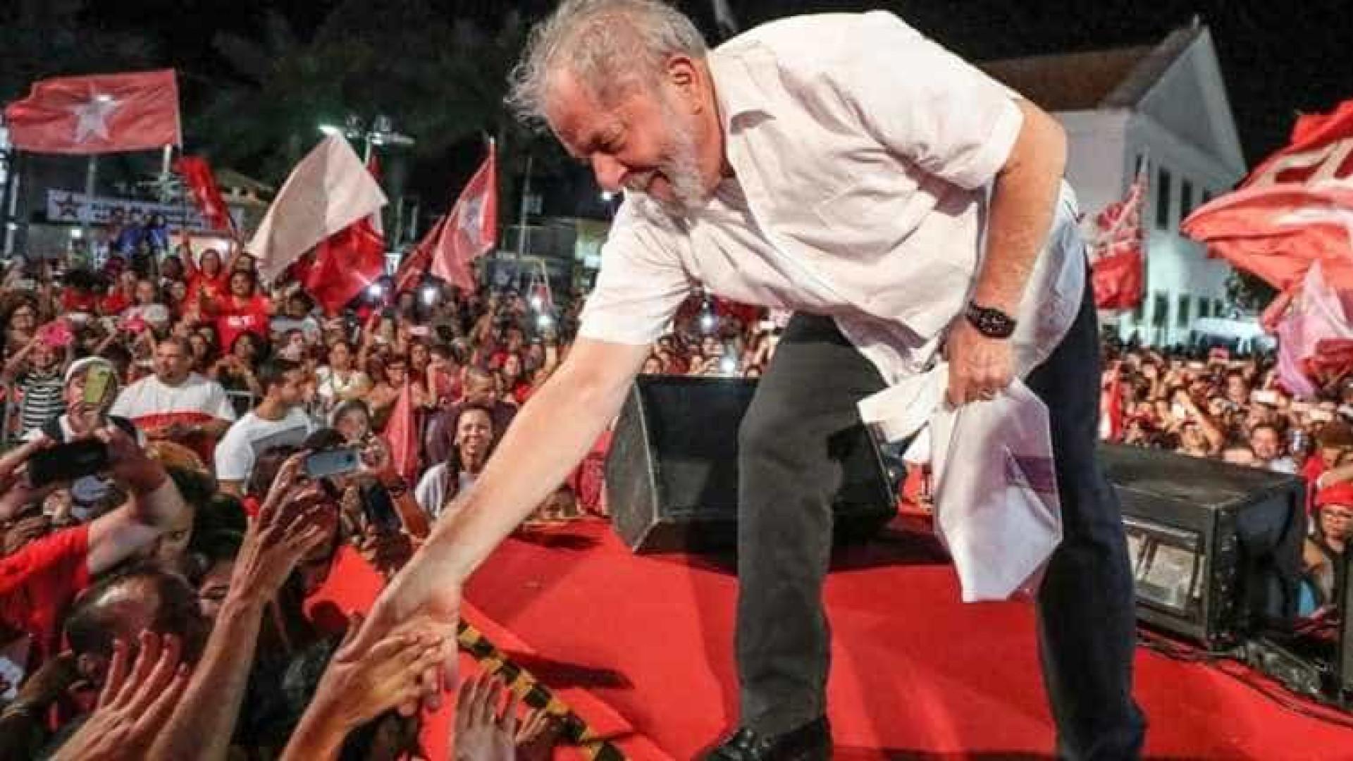 Em viagem pelo Rio, Lula tenta se contrapor a discurso de Bolsonaro