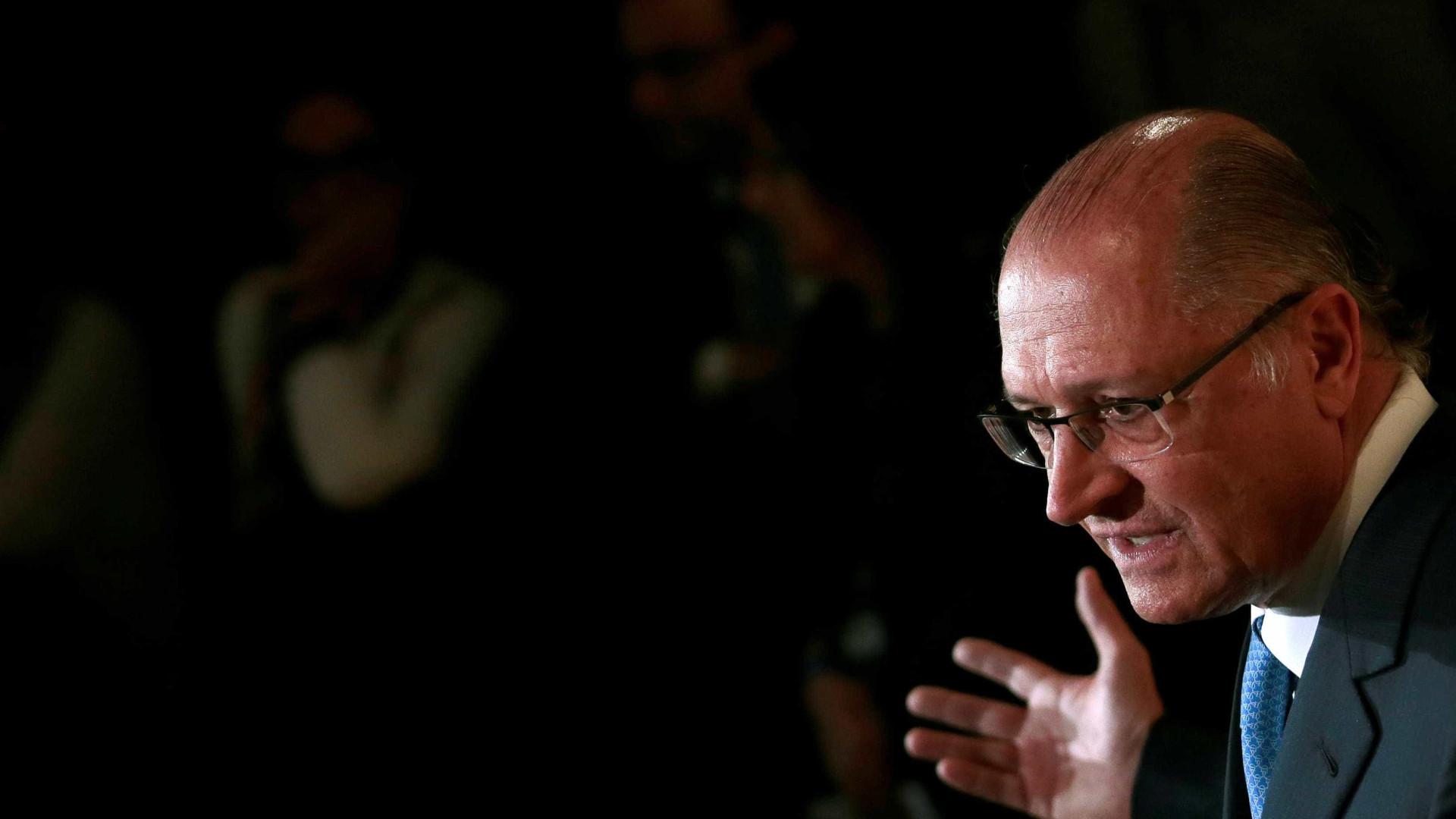 A senadores, Alckmin demonstra preocupação com candidaturas de centro