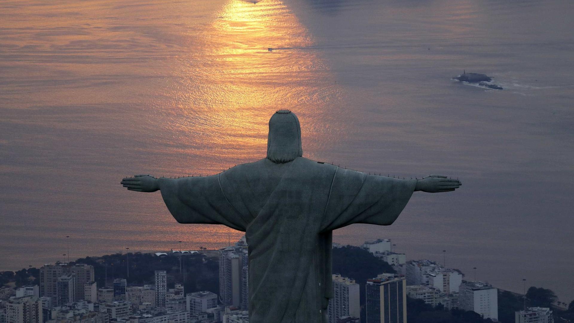 Manifestantes pedem tolerância religiosa em caminhada no Rio