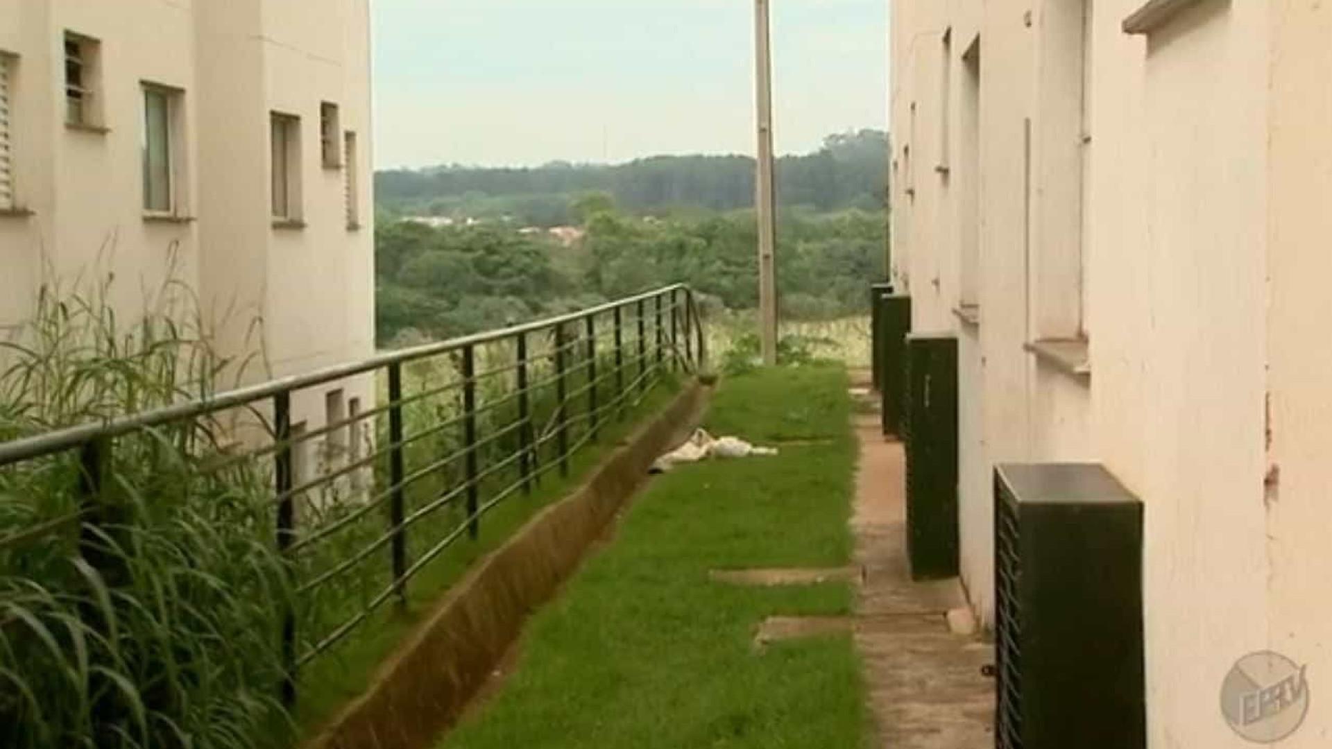 Criança usa lençol para fugir de apartamento e cai do 3º andar