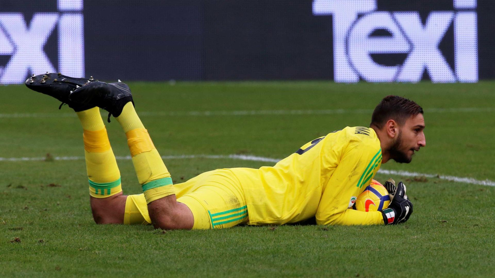 Torcida do Milan xinga e pede saída do goleiro Donnarumma após rumores