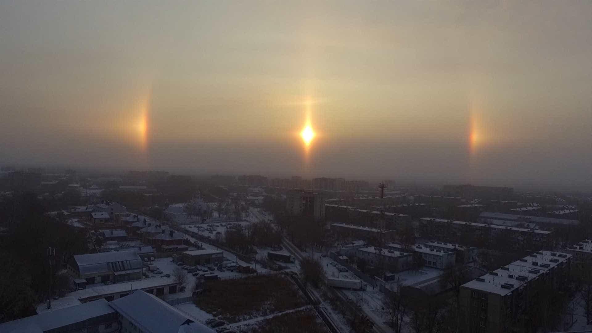 Fenômeno natural cria auréola em volta do Sol na Rússia