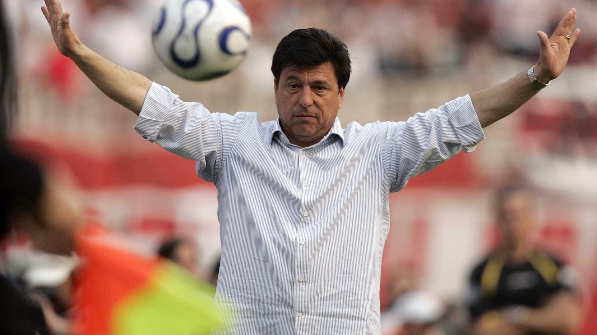Ex-técnico do Corinthians sofre acidente na Argentina, mas passa bem