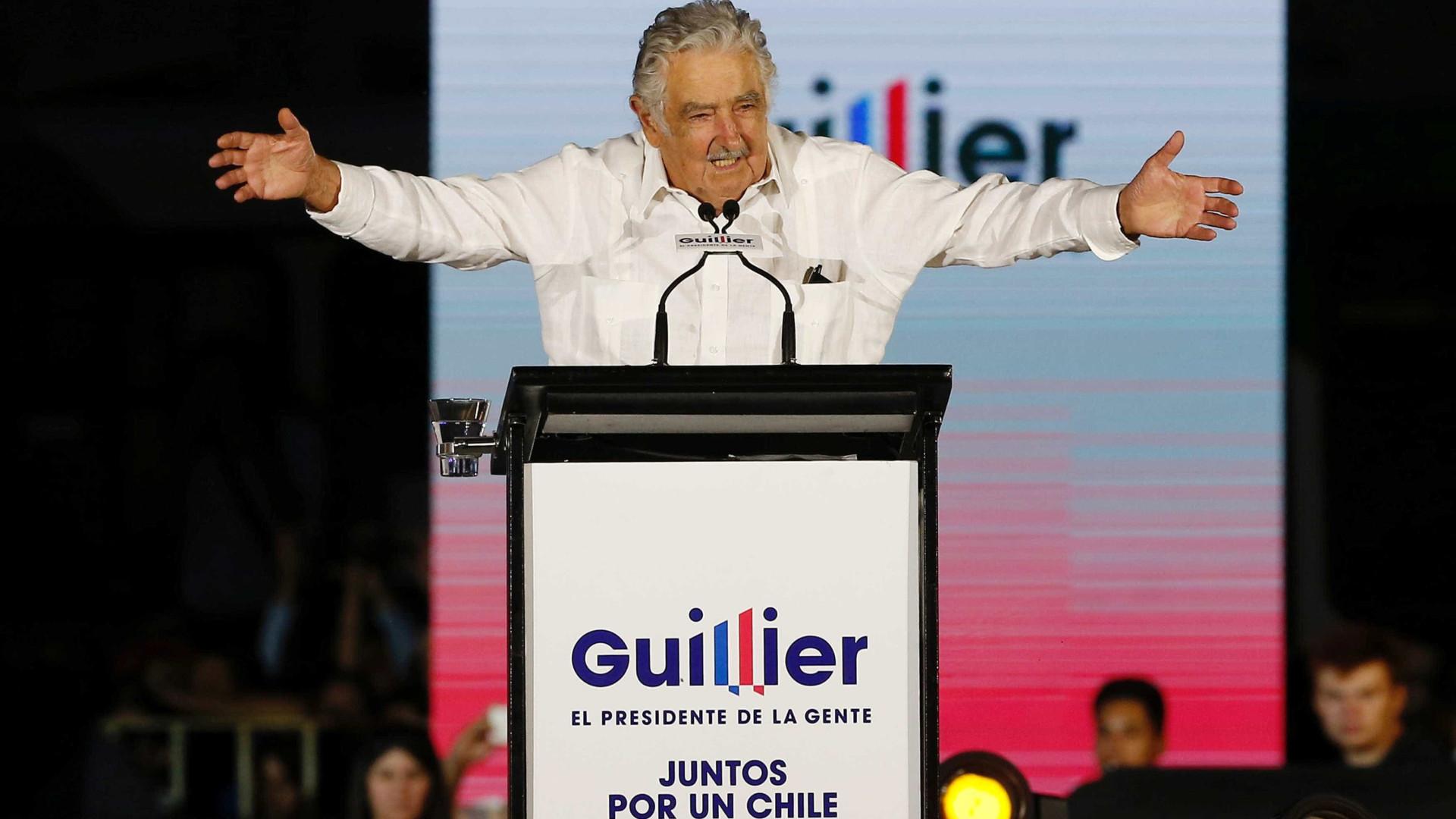 Divididos, chilenos votam para escolher novo presidente