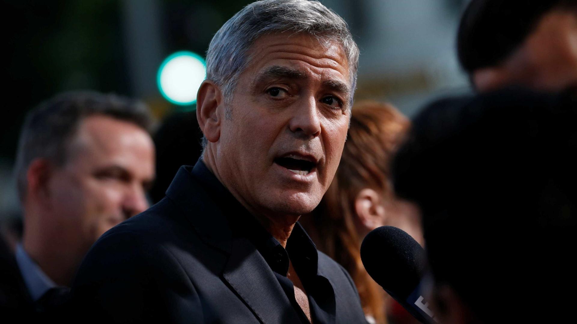 George Clooney fica ferido em acidente de moto na Itália