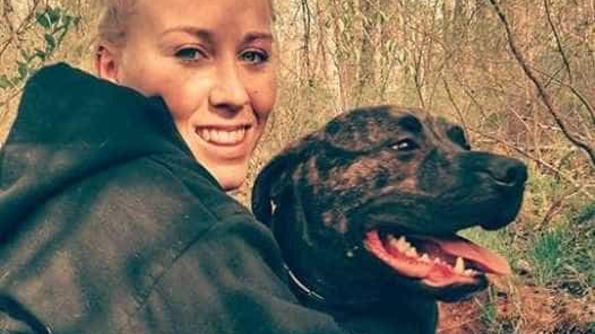 Mulher morre atacada pelos próprios cães durante passeio