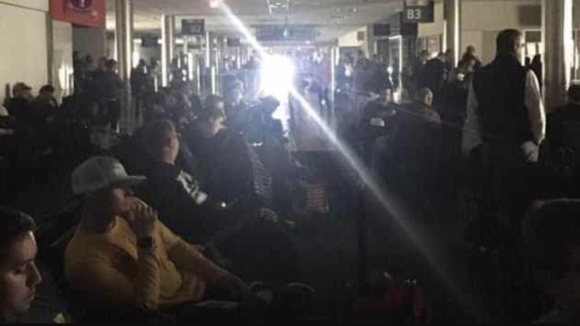 Apagão procova caos no aeroporto mais movimentado do mundo