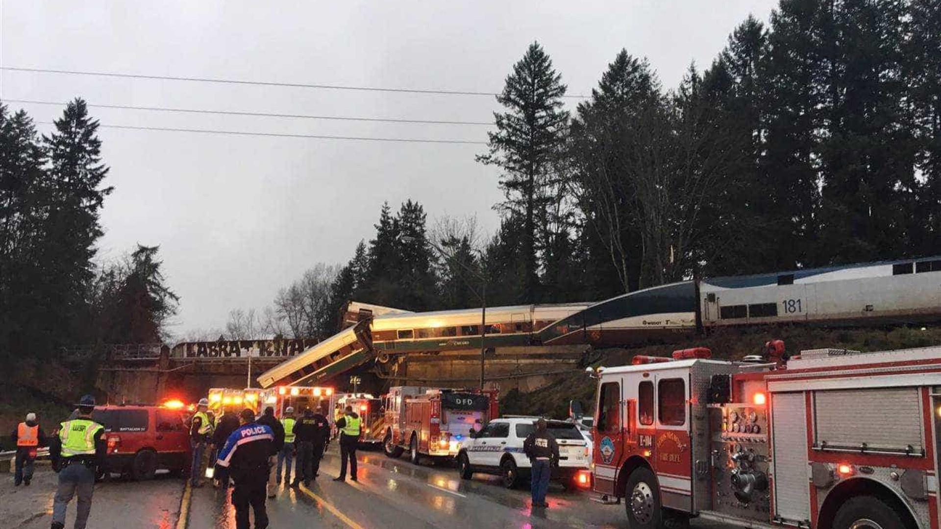 Trem descarrila em viaduto nos EUA e deixa 6 mortos e feridos