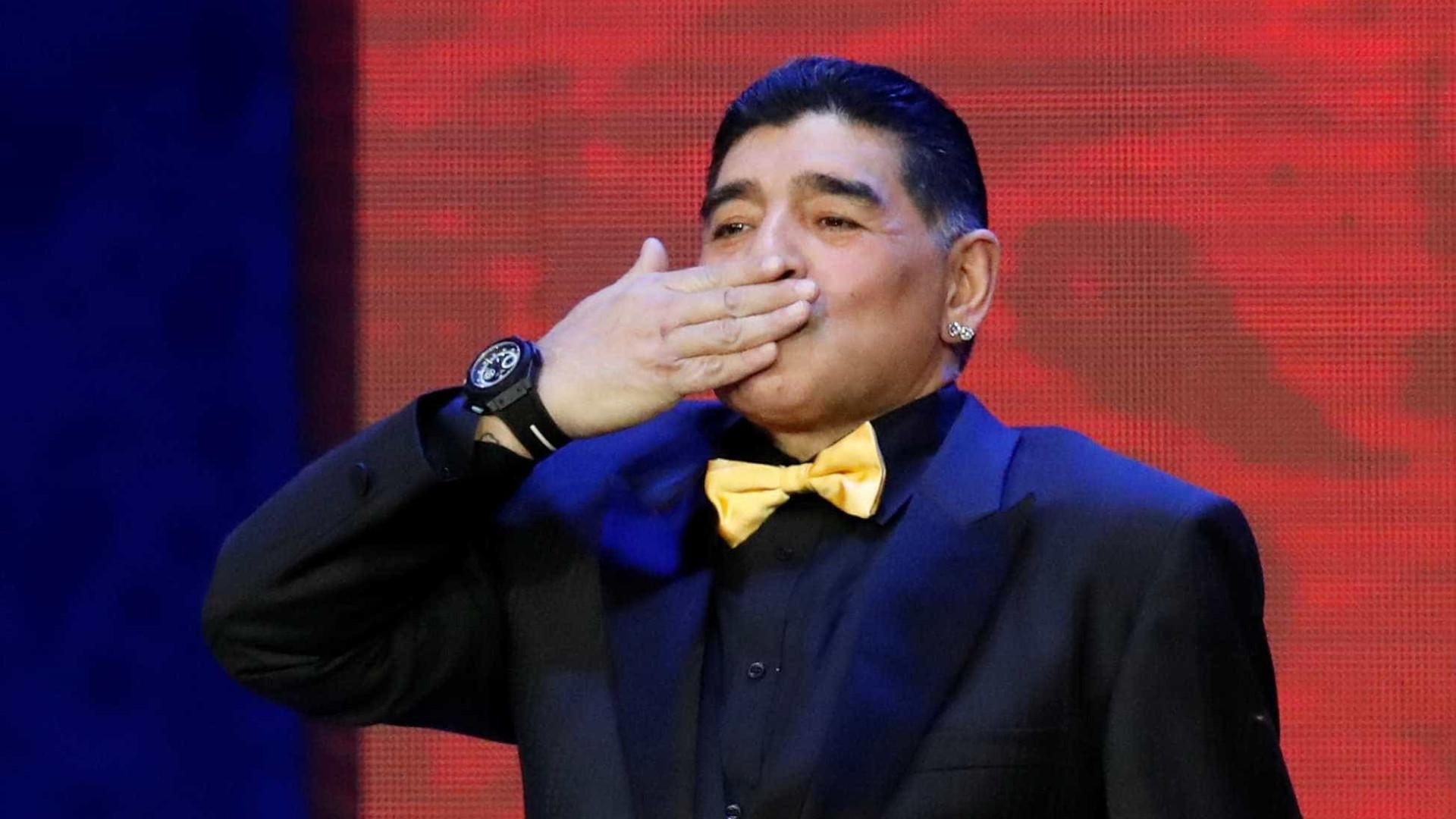 Maradona declara apoio a Lula e chama Temer de 'traidor'