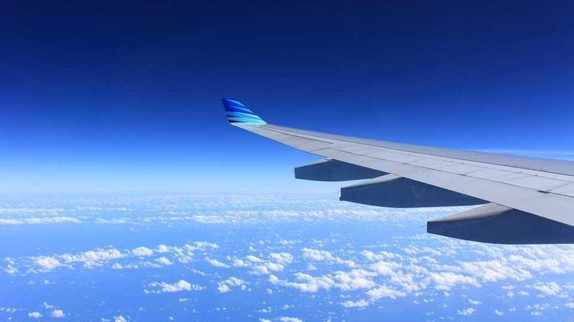 Brasileira morre durante voo internacional entre Recife e Paris