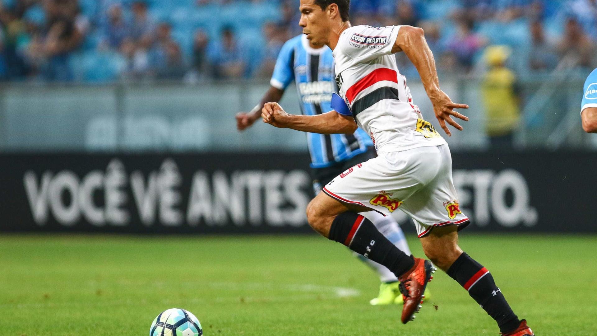 Hernanes confirma permanência no futebol chinês
