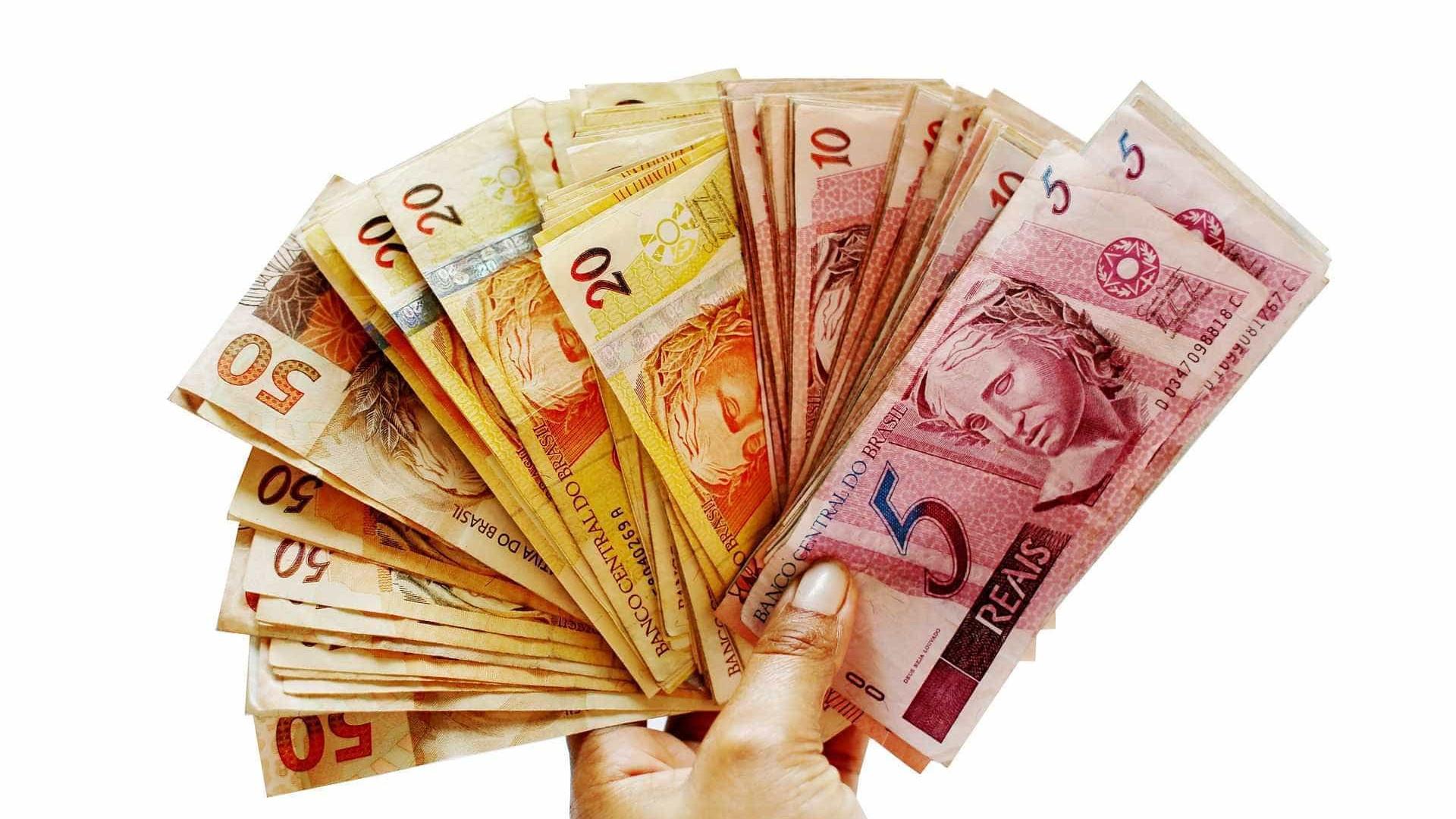 Com salário mínimo menor, governo poupará R$ 3,4 bi