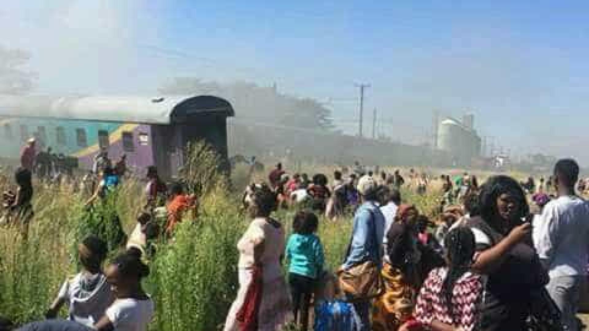 Acidente deixa 12 mortos e cerca de 200 feridos na África do Sul