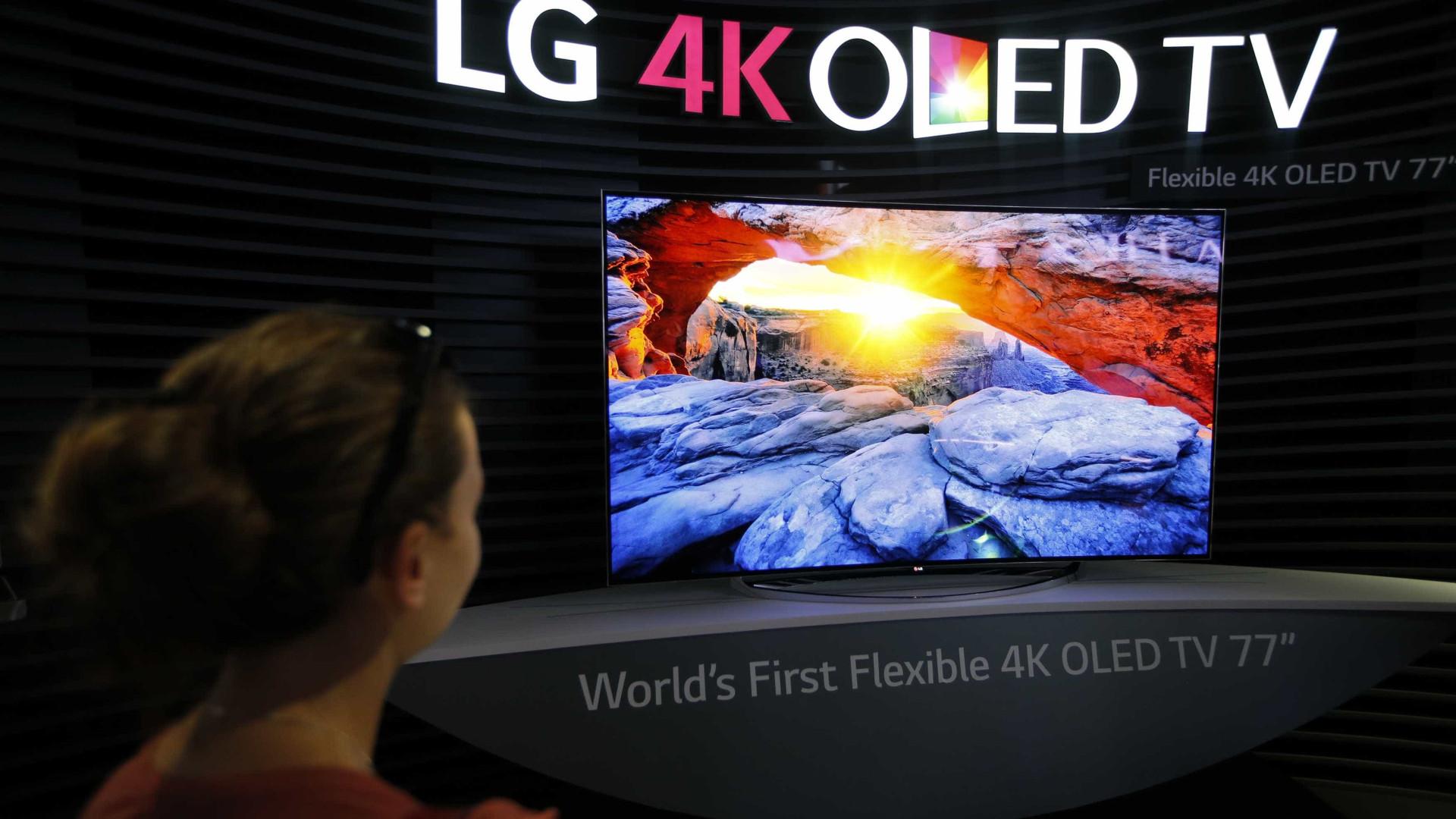 TV de 65 polegadas da LG pode ser enrolada como um pôster de papel