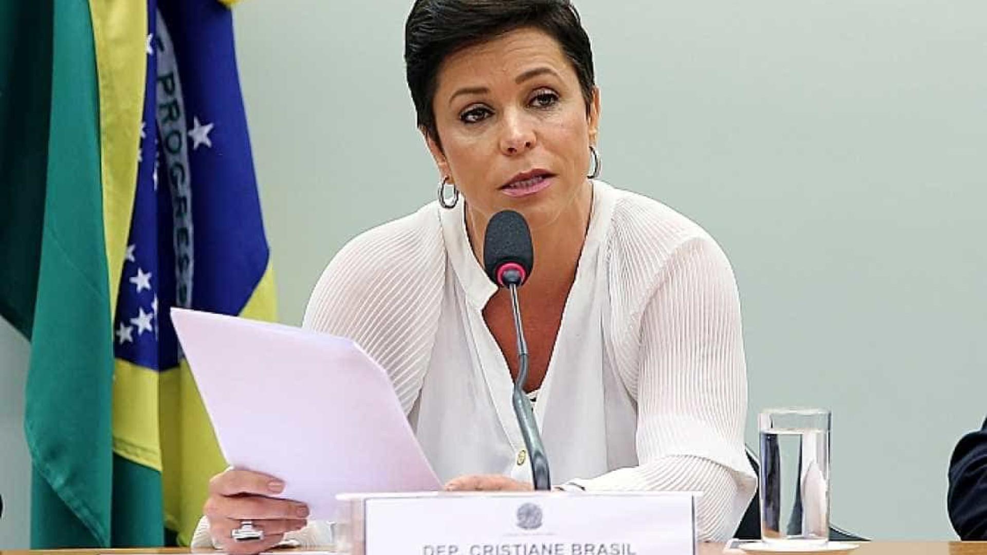 Mesmo suspensa, Cristiane Brasil mantém influência em ministério