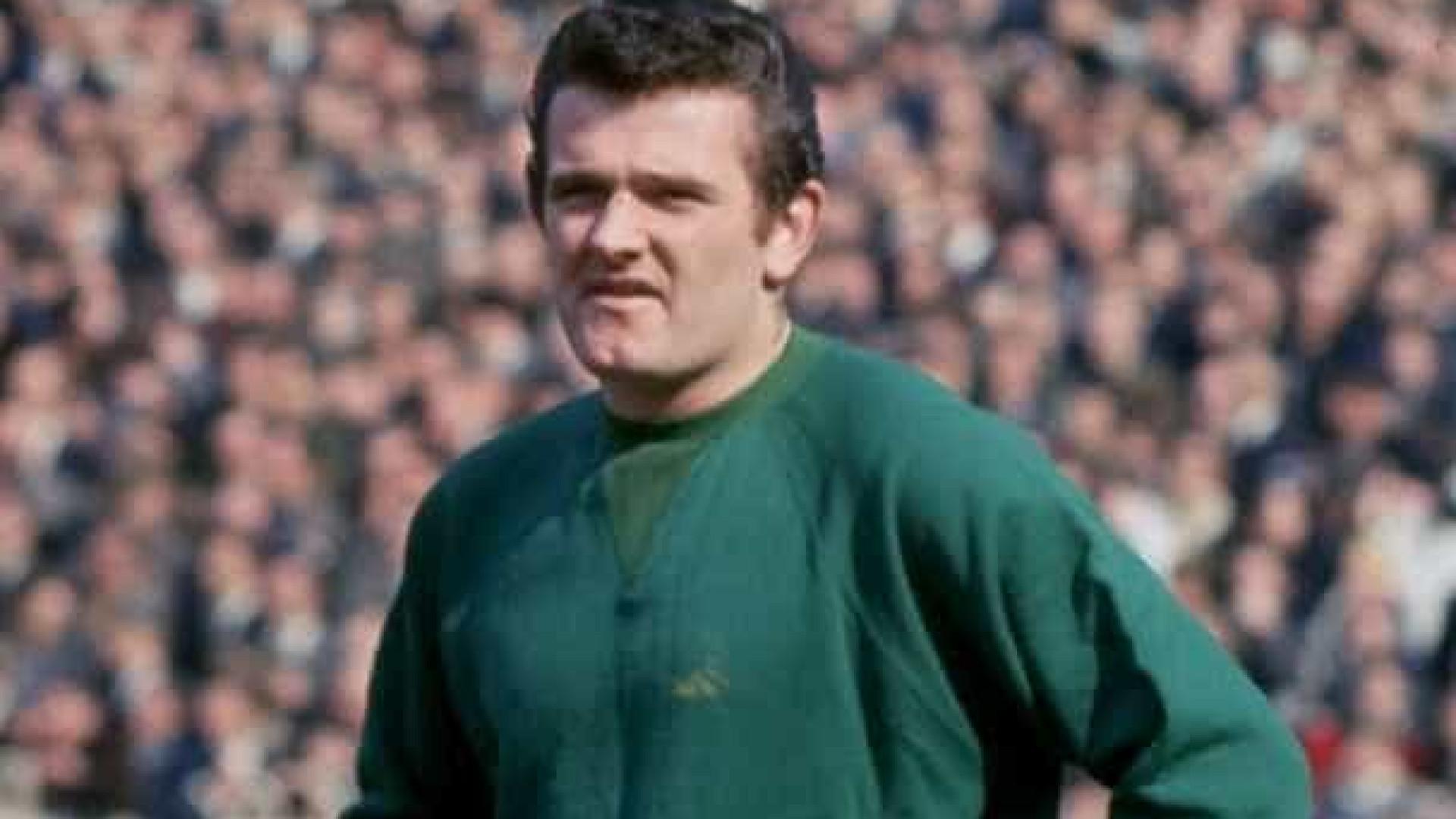 Morre ex-goleiro do Liverpool, aos 77 anos