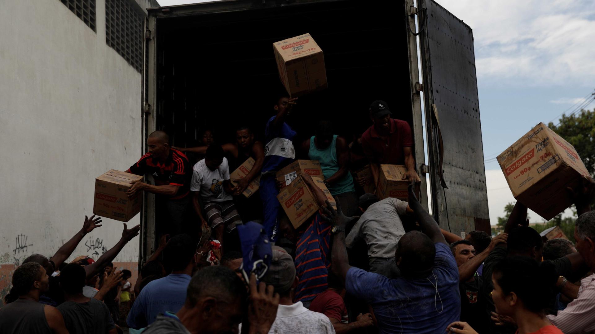Polícia prende ao menos 10 pessoas em operação contra roubo de cargas