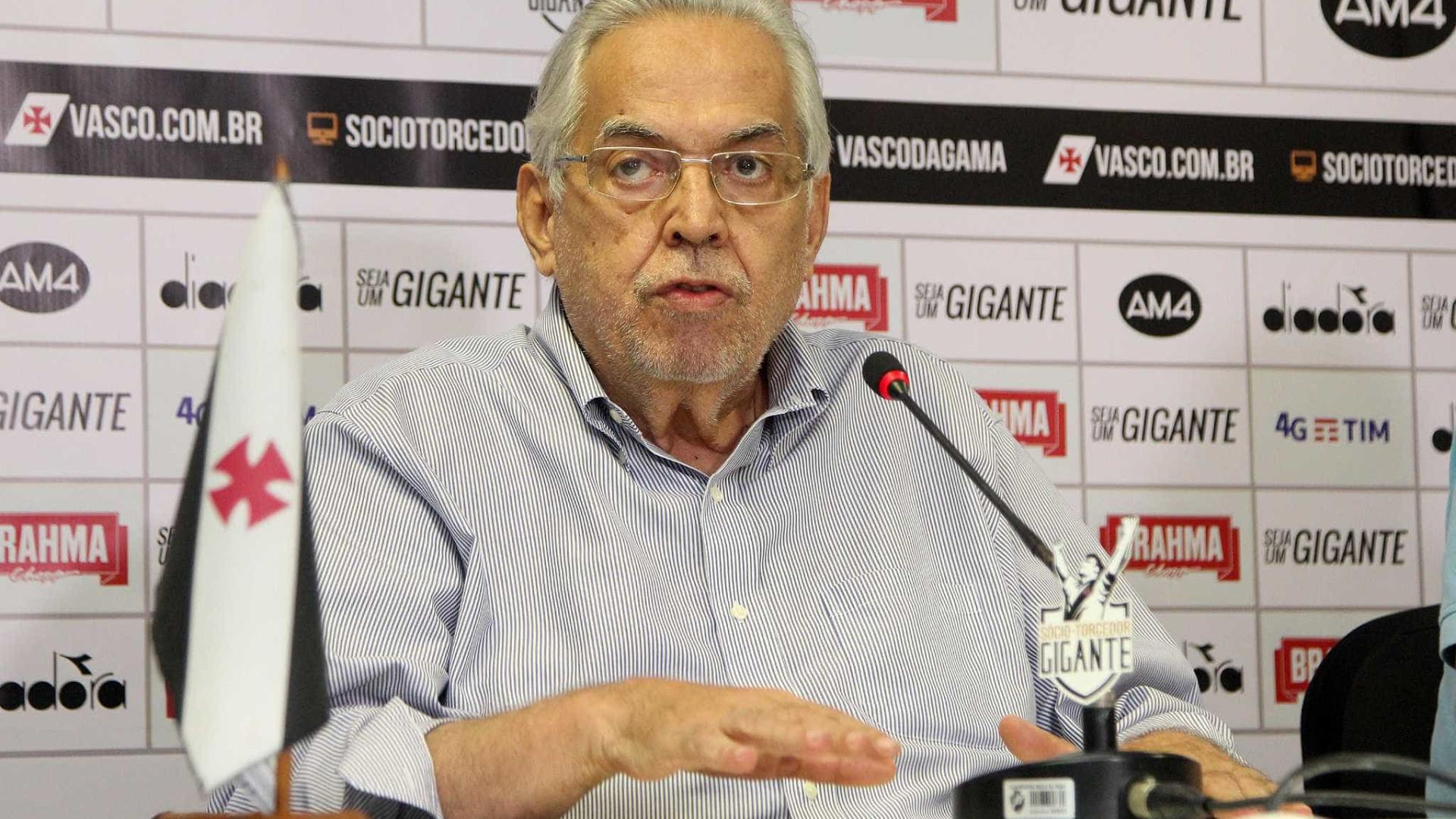 Eurico diz que vendeu jogadores por 'verba para honrar compromissos'