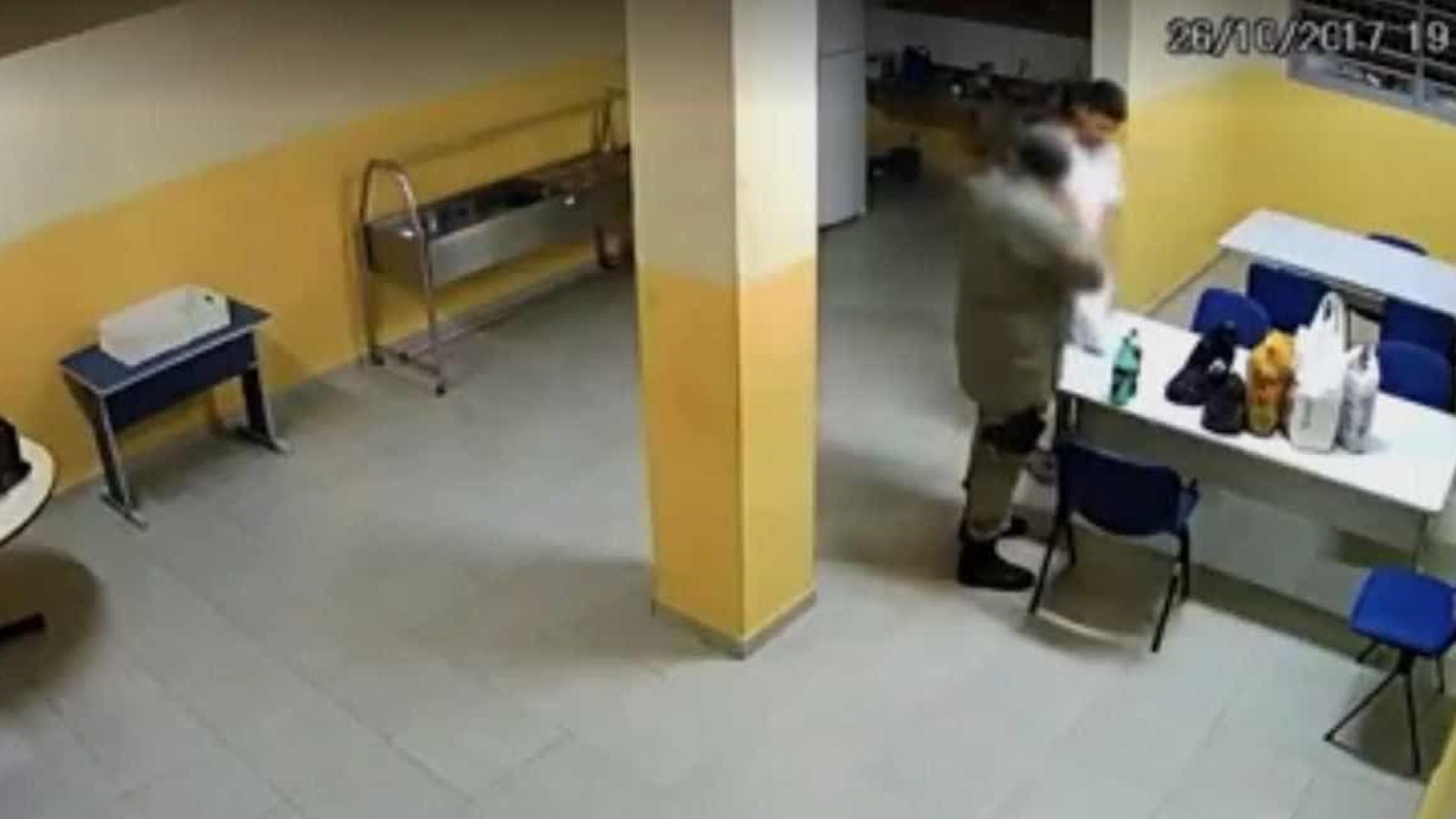 Preso pede tele-entrega de comida em presídio de segurança máxima