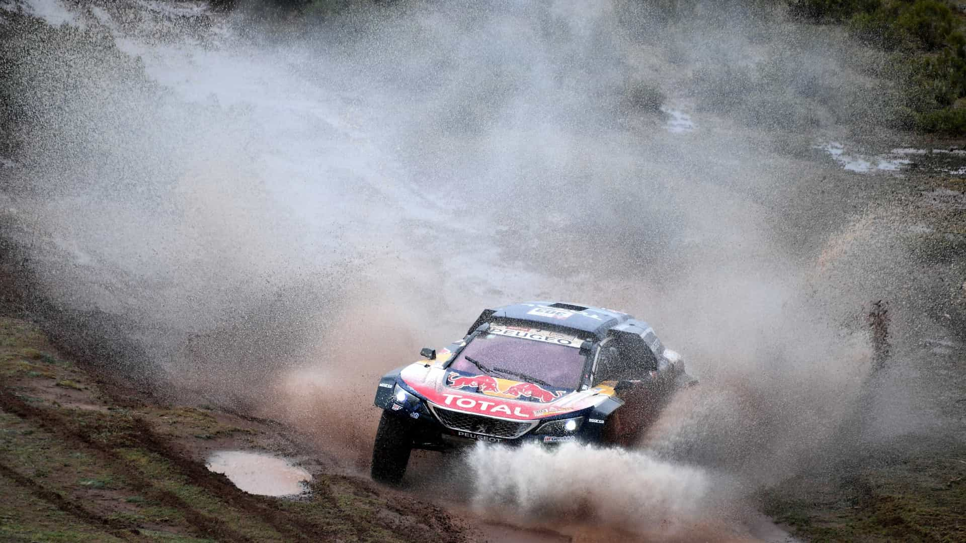Sainz aproveita problema mecânico de Peterhansel e assume Rally Dakar