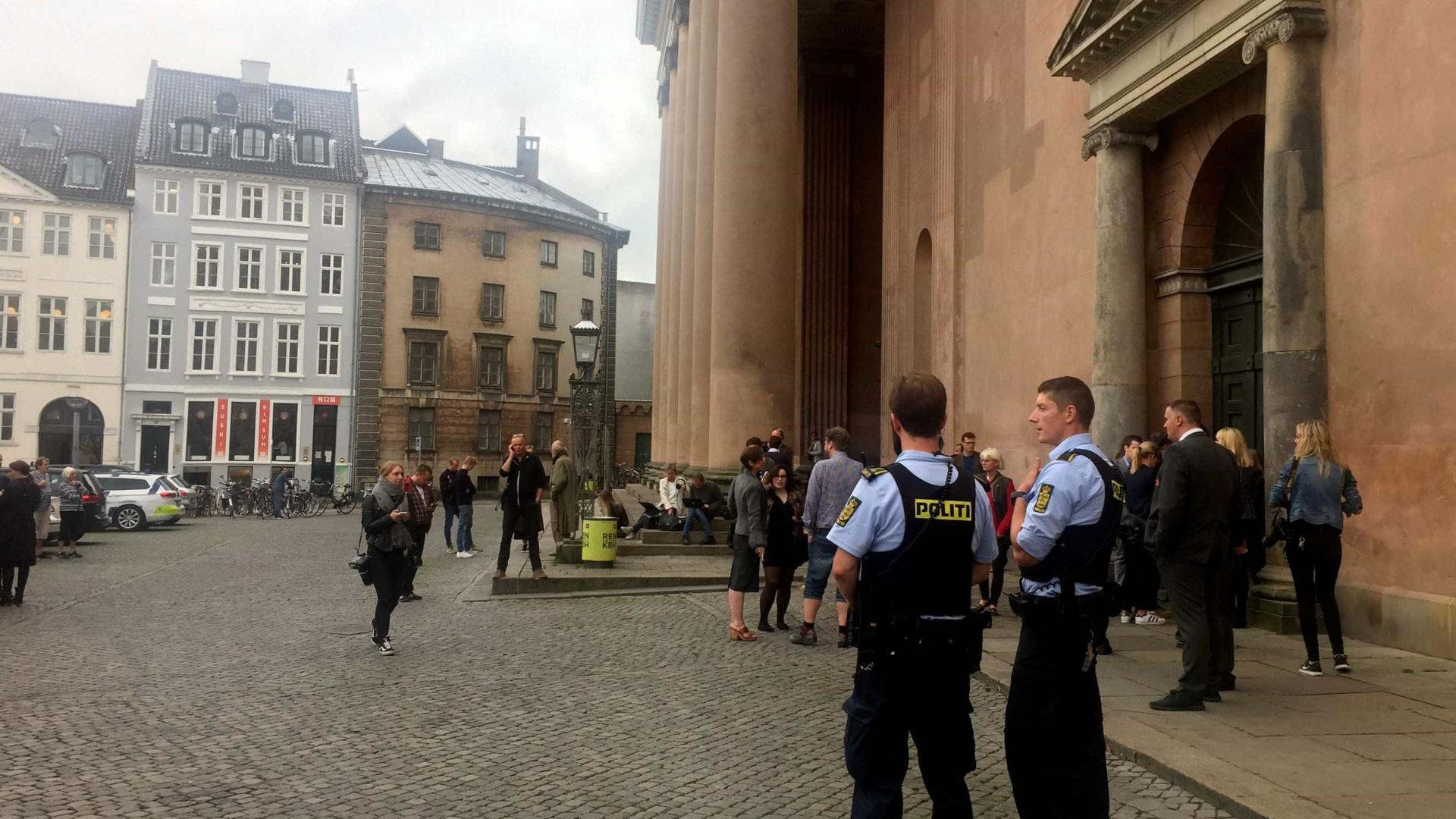 Justiça acusa mais de mil jovens por partilharem vídeo de sexo — Dinamarca