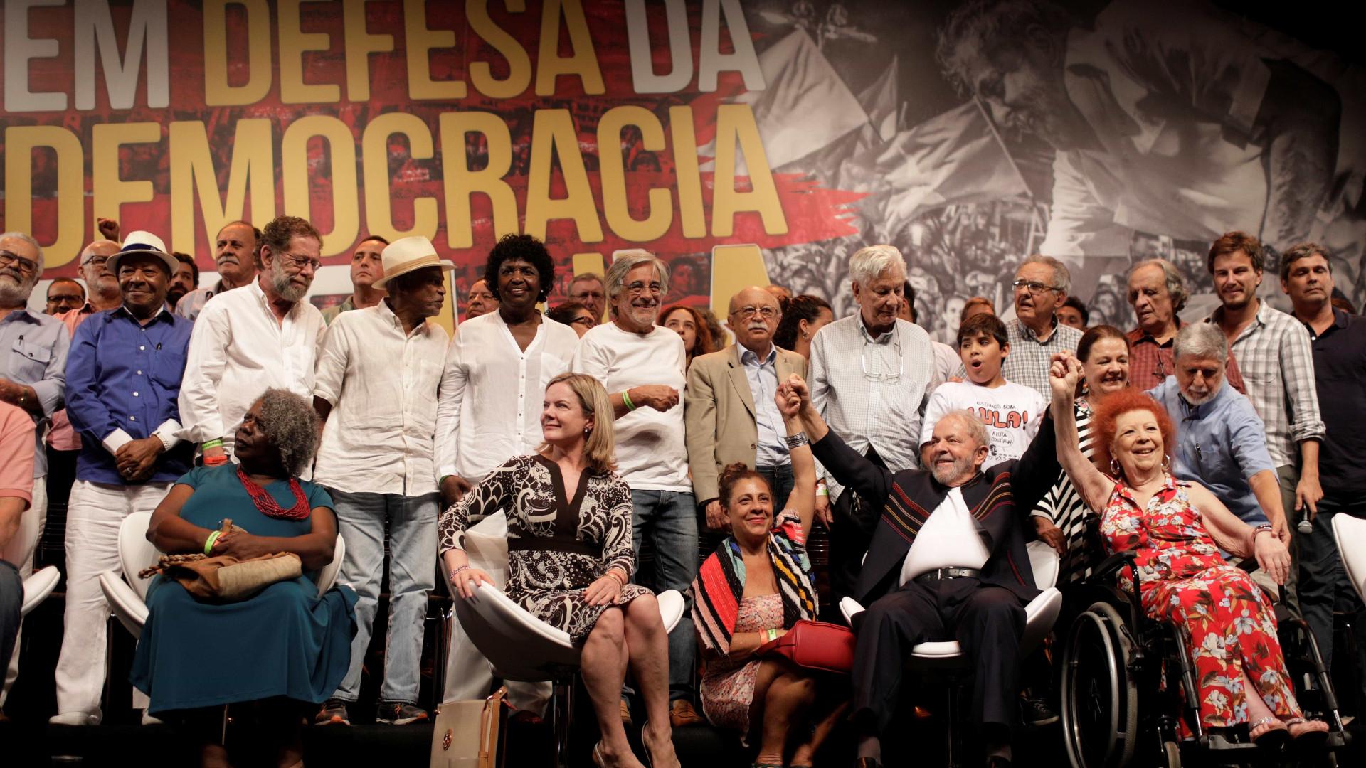 Lula diz que Bolsonaro 'vai comer o pão que o diabo amassou'