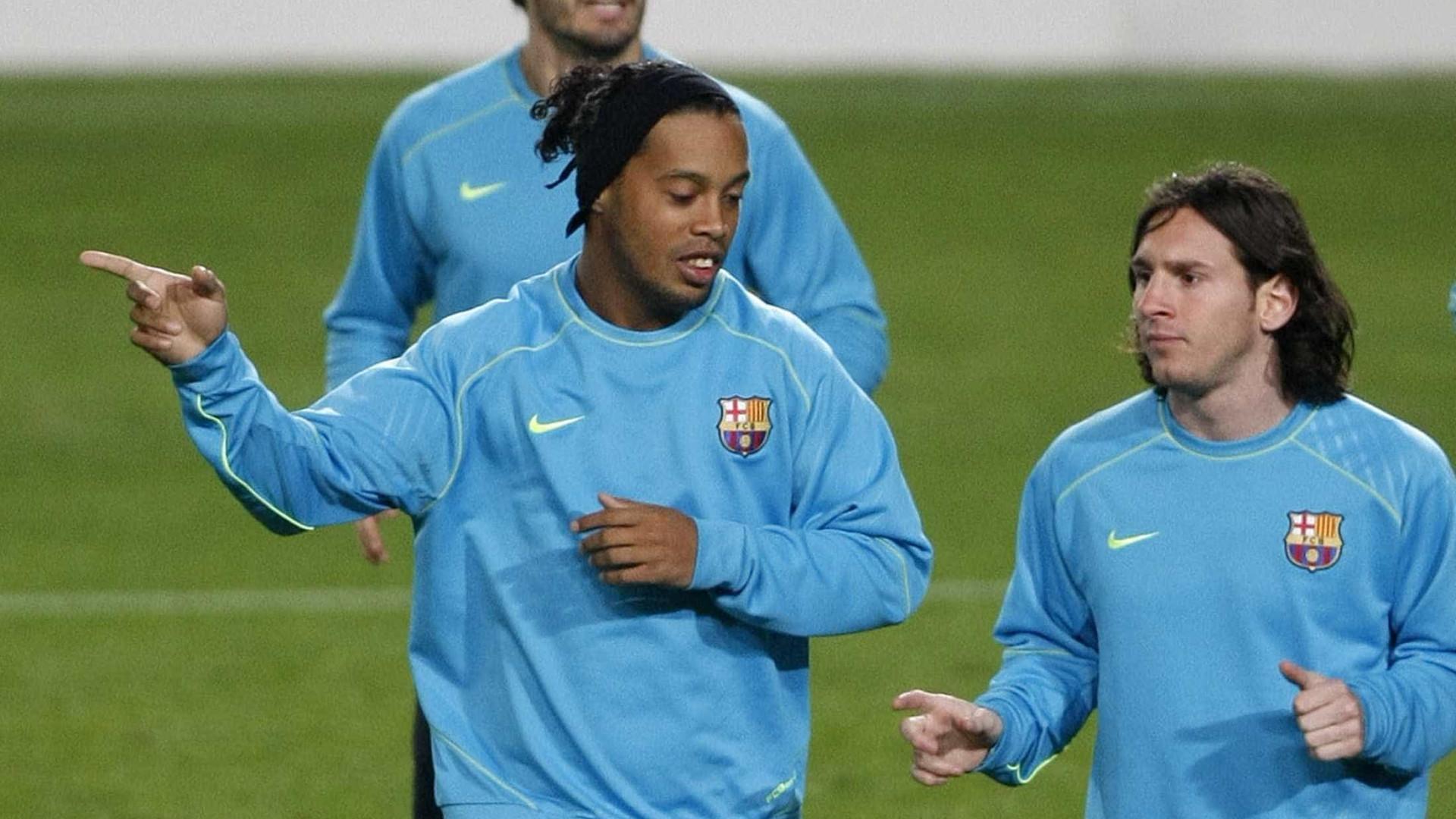 Messi presta homenagem a Ronaldinho após anúncio de aposentadoria