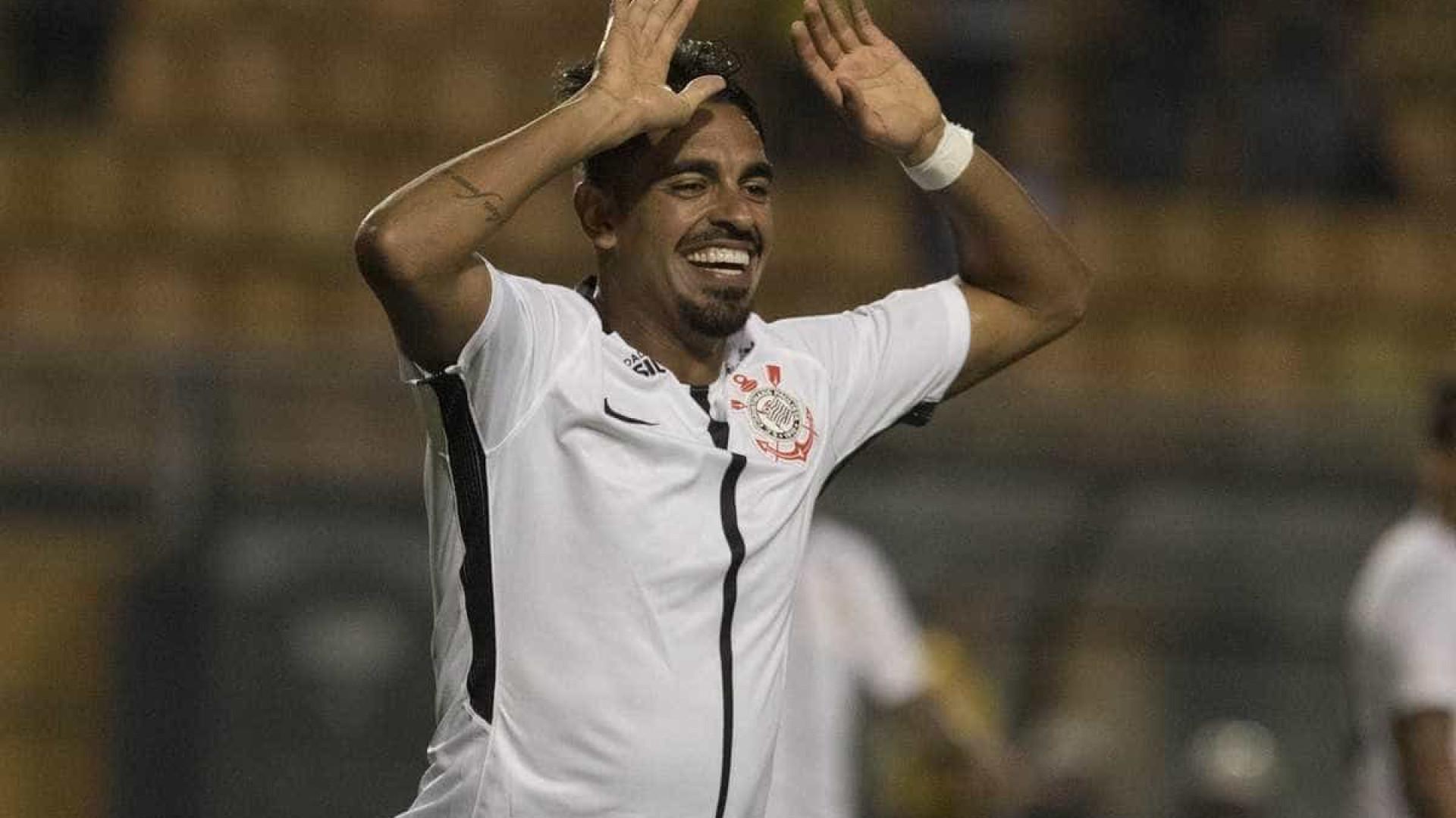 Corinthians cresce com Júnior Dutra, e vaga de Kazim fica ameaçada