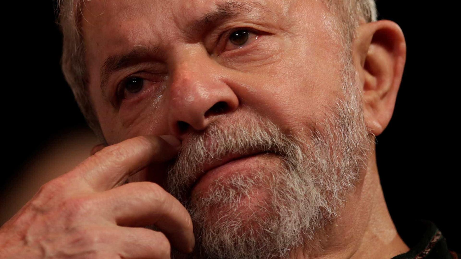 Odebrecht mostraemails que seriam ligados asítio e terreno para Lula