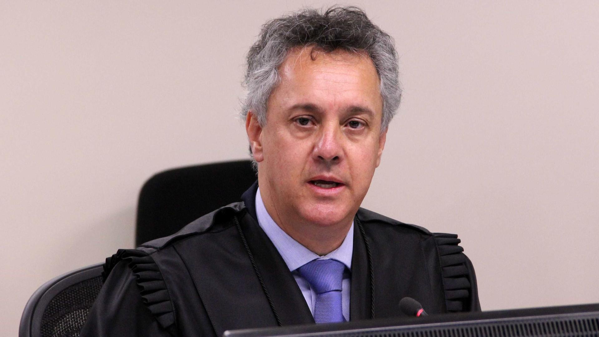 Relator da Lava Jato do TRF-4 suspende soltura de Lula