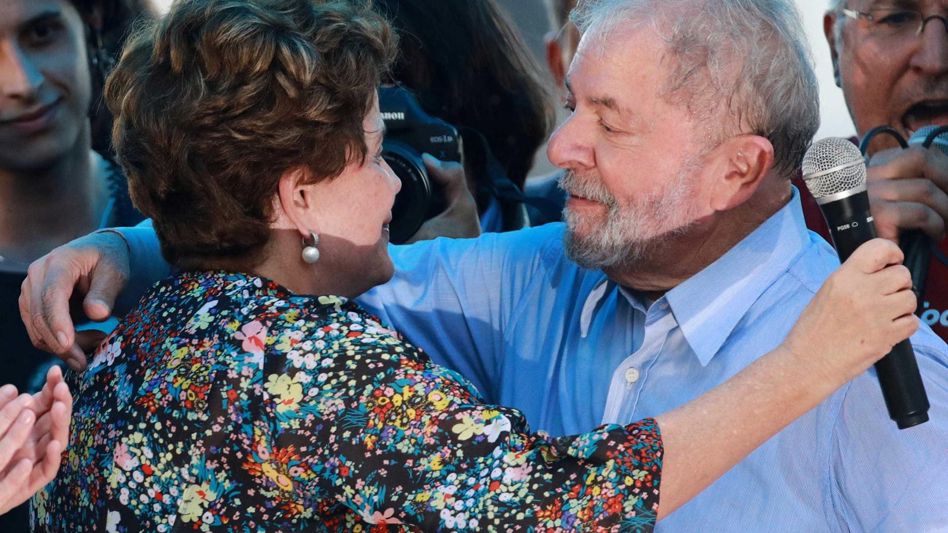 Dilma fará palestras no exterior para denunciar 'perseguição a Lula'