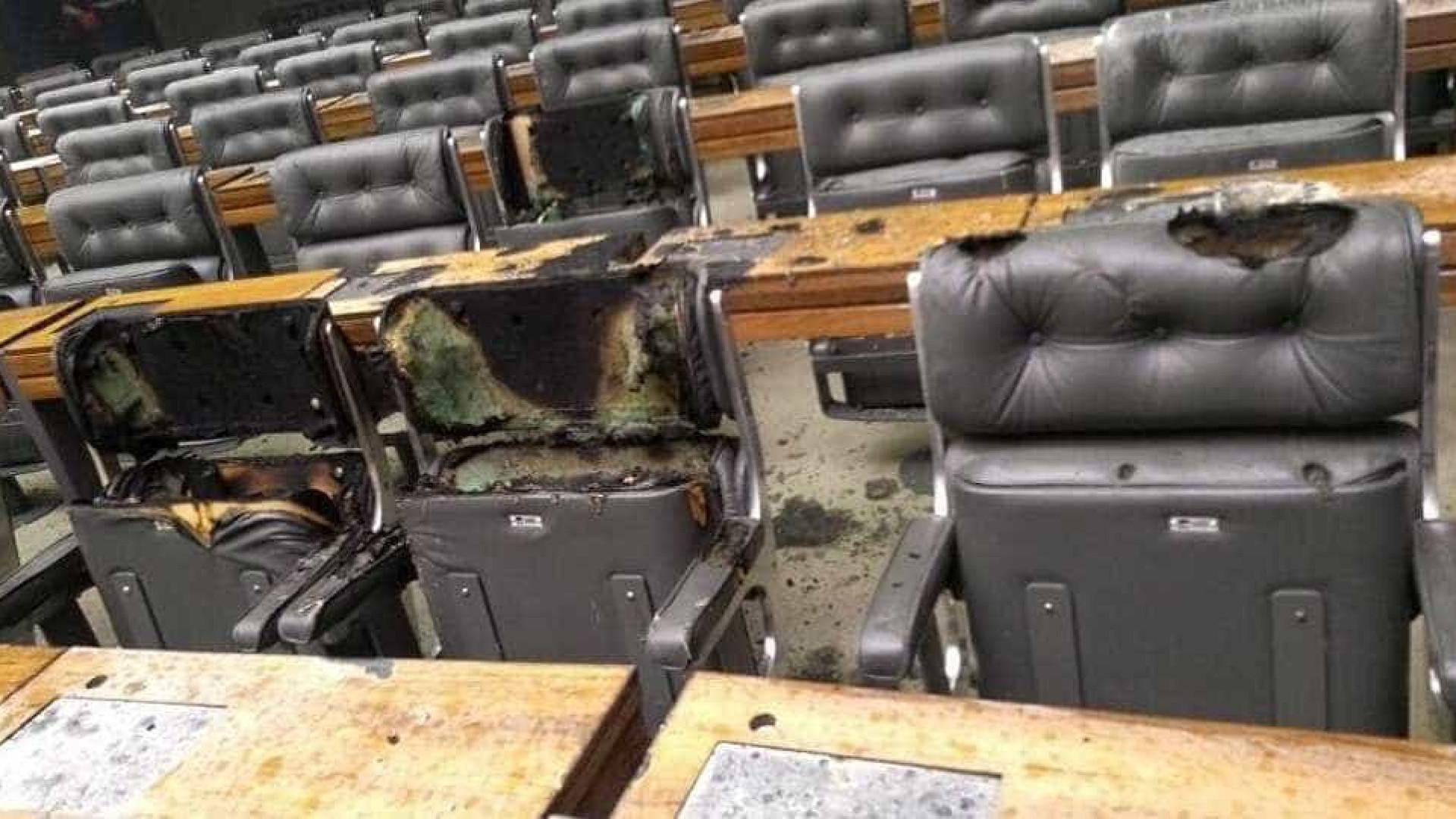 Câmara dos Deputados tem princípio de incêndio em plenário vazio — VÍDEO