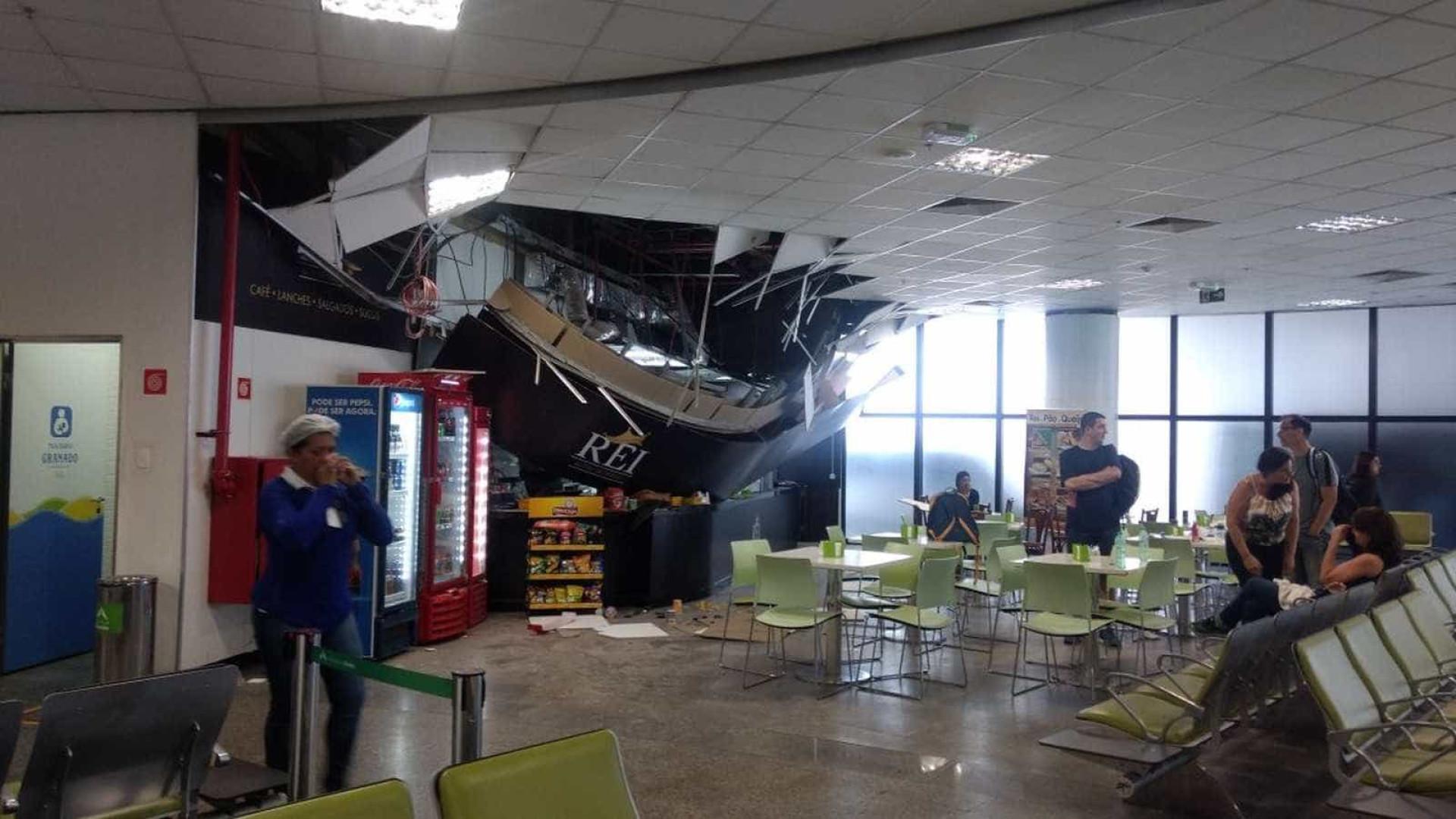 Teto do Aeroporto de Brasília desaba na área de embarque