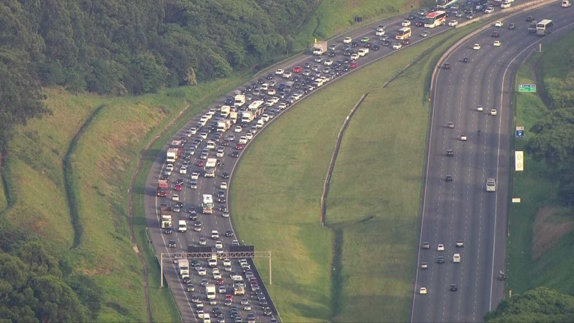 SP terá tráfego intenso nas rodovias na volta do feriadão