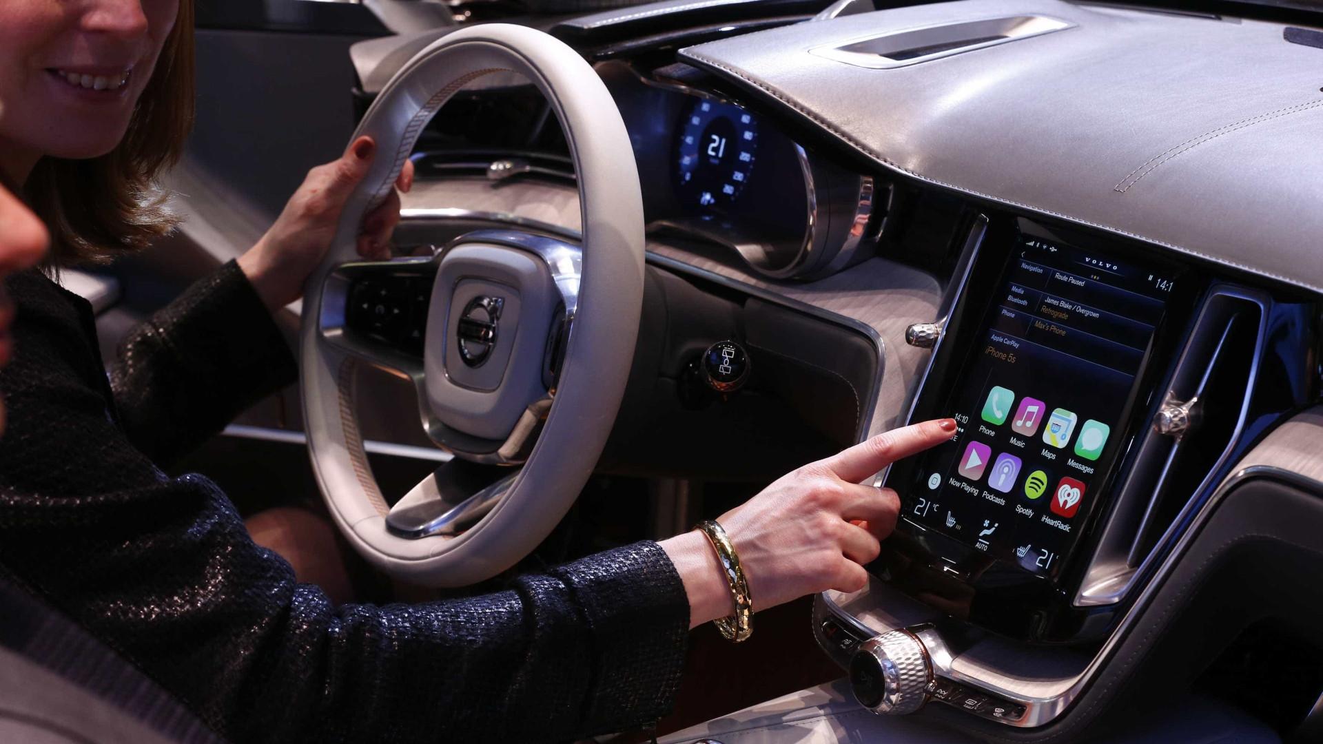 CarPlay: saiba como usar o WhatsApp no painel do carro