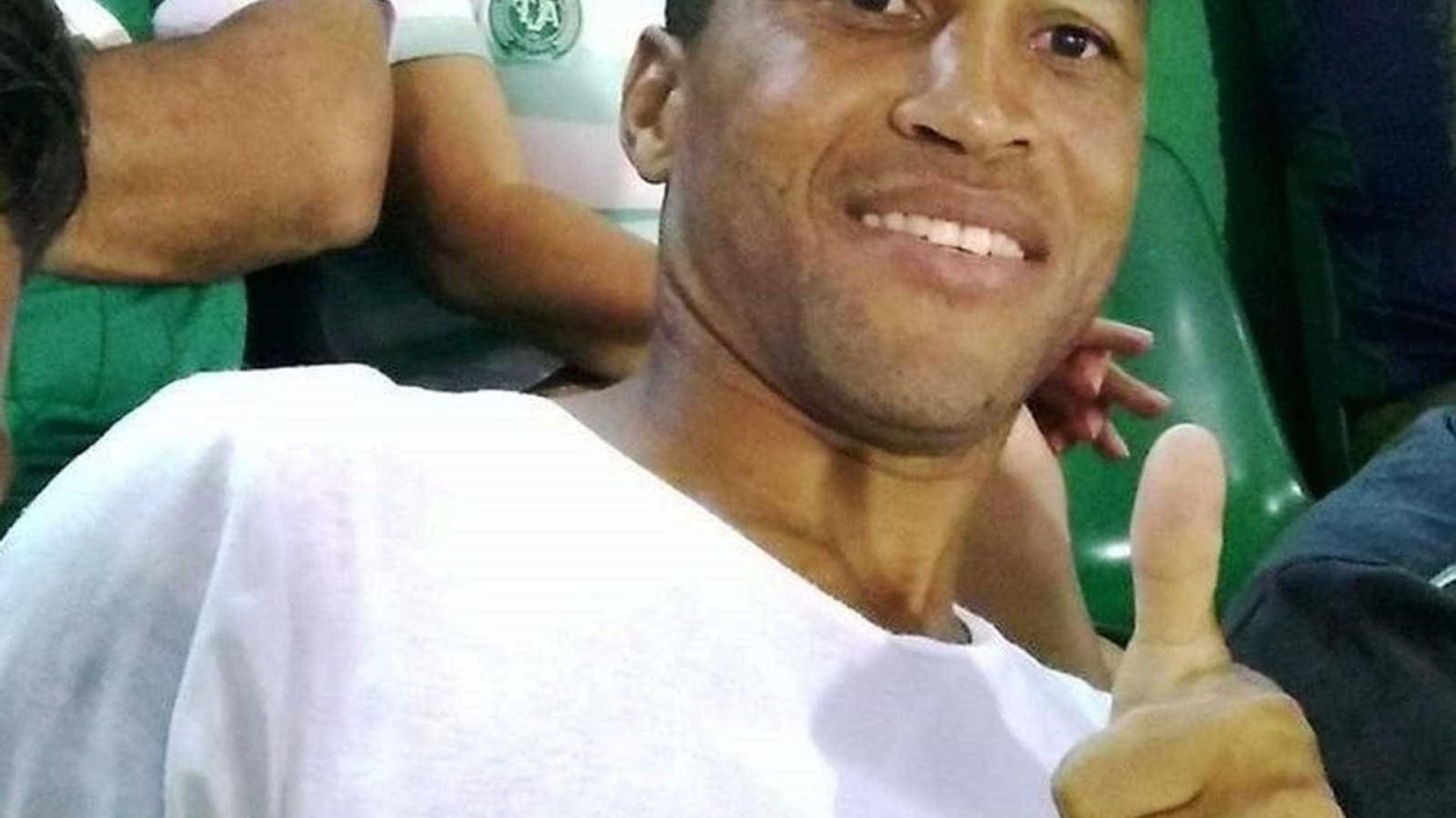 Ex-atacante da Chapecoense morre em acidente de carro em SC