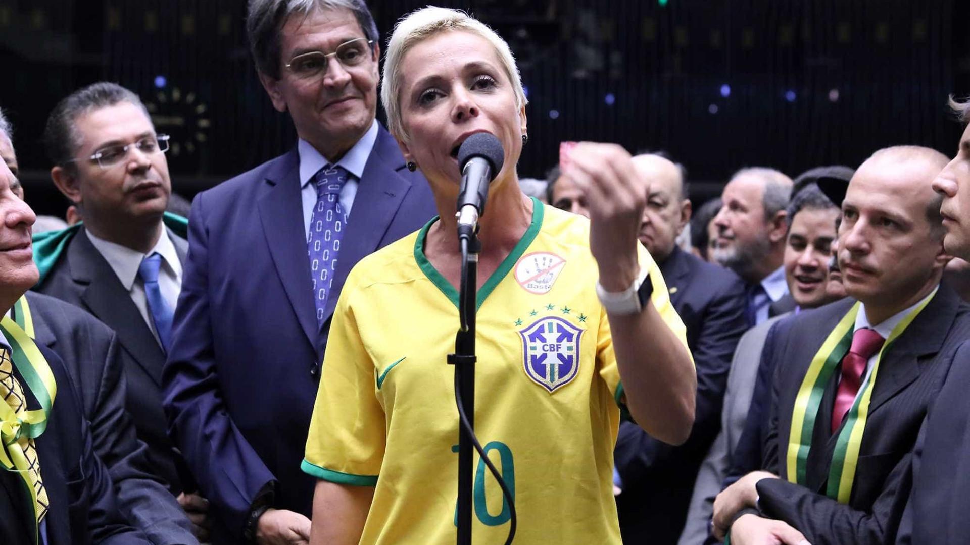 Em áudio, Cristiane Brasilpressionaservidores por votos